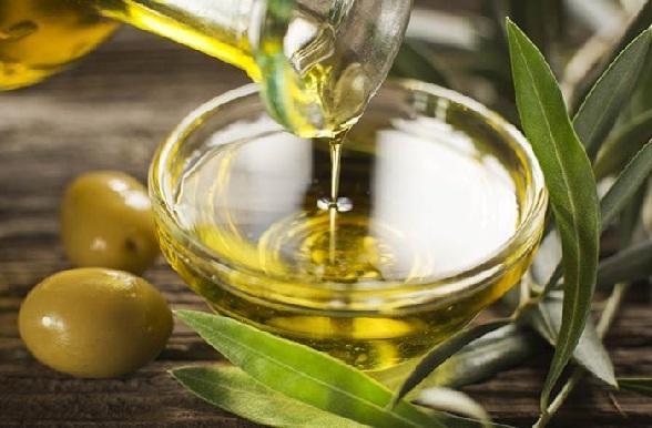ढीली त्वचा में कसाव लाने का तरीका जैतून का तेल - Olive oil for body firming in Hindi
