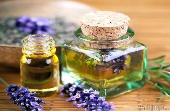 त्वचा पर उम्र के निशान के लिए लैवेंडर का तेल - Lavender essential oil for skin in Hindi