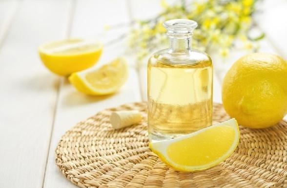 त्वचा की सुंदरता के लिए नीम्बू का तेल - Lemon oil face care in Hindi
