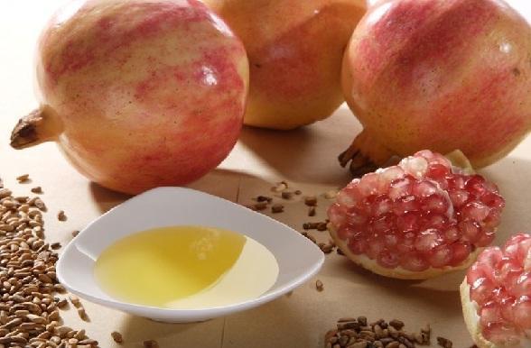त्वचा के लिए अनार के बीज का तेल - Pomegranate seed oil for sensitive skin in Hindi
