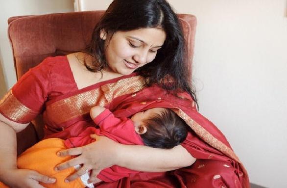 स्तनों में दर्द (मस्टालजिया) का कारण हो सकता है स्तनपान - Breast Pain (Mastalgia) Due to Breastfeeding in Hindi