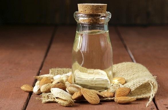 बादाम तेल का उपयोग काली गर्दन को गोरा करने के लिए - Almond Oil for Black Neck in Hindi