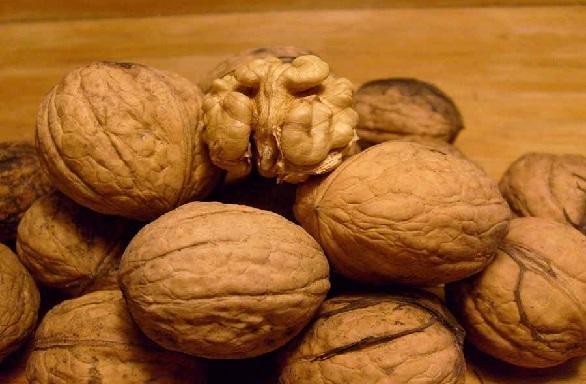अखरोट करे गले का कालापन दूर - Walnut Benefits for Black Neck in Hindi