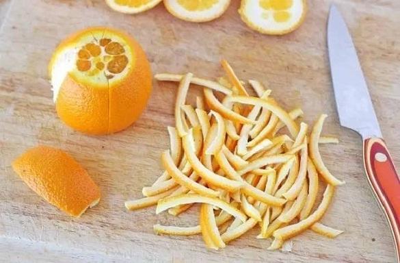 संतरे के छिलके का उपयोग करता है काली गर्दन को गोरा - Orange Peel for Dark Neck in Hindi