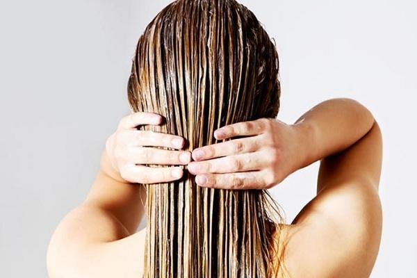 बालों को झड़ने से रोकने का तरीका है अरंडी के तेल का मास्क - Castor oil mask for hair loss in Hindi