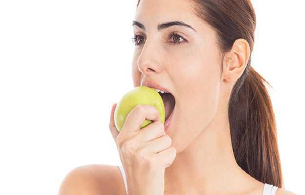 हम खाने को दोनों तरफ के दांतों से नहीं चबाते - We don't chew food on both sides of the mouth in Hindi