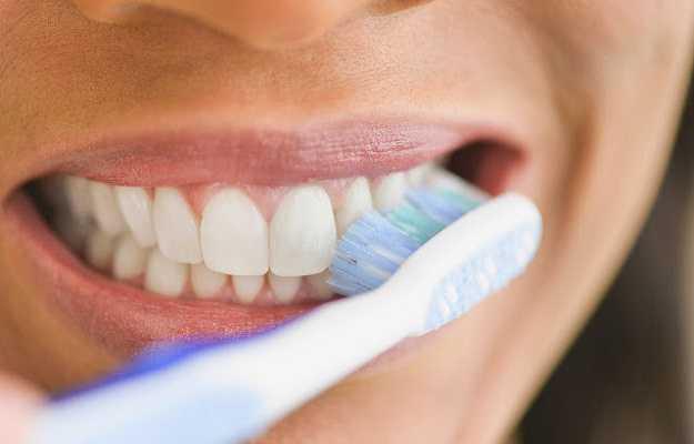 हम मसूड़ों का ध्यान नहीं रखते - We don't take care of the gums in Hindi