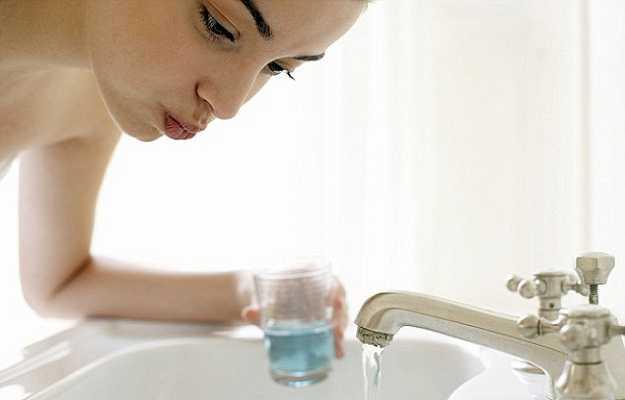 दांतों को साफ़ करने के लिए अन्य उत्पादों का इस्तेमाल नहीं करते - We don't use other teeth cleaning products in Hindi