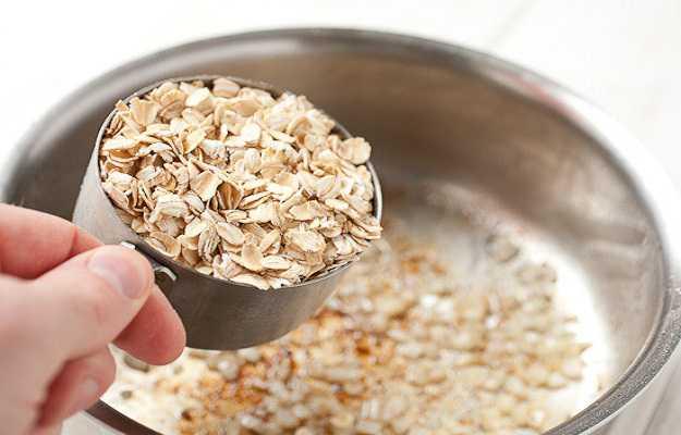 त्वचा की खुजली को दूर करने के लिए ओटमील का करें इस्तेमाल - Oatmeal for itchy skin in Hindi