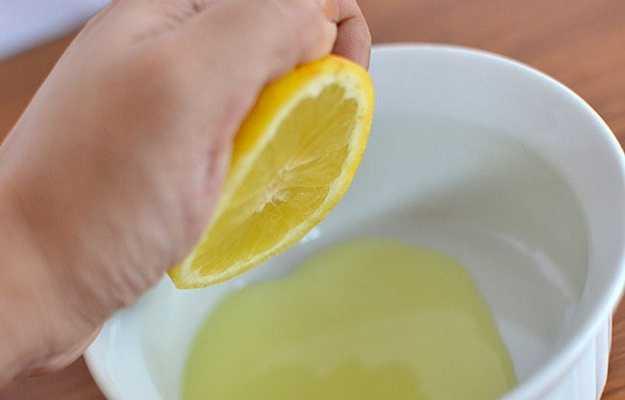 त्वचा की खुजली को दूर करने का घरेलू नुस्खा है नींबू - Lemon juice for itchy skin in Hindi